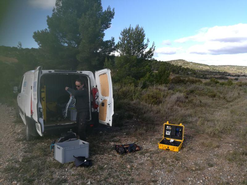 Suivi sédimentaire de la Berre : installation du matériel depuis le camion