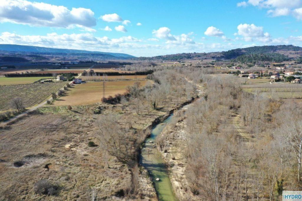 Vue depuis un drone de la rivière Calavon, dans le Vaucluse dans le cadre de l'étude de restauration écologique
