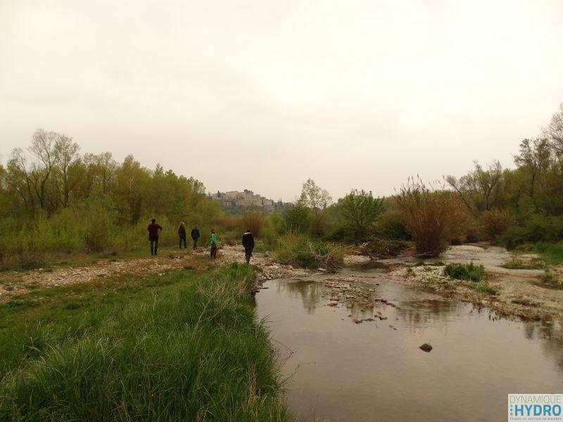 Photo de la rivière Roubion avec réunion de terrain technicien de rivière du SYNDICAT MIXTE DU BASSIN DU ROUBION ET DU JABRON (SMBRJ)