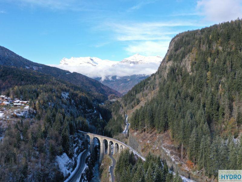 Vue de la rivière Arve, sur la commune des Houches, au pied du Mont-Blanc. La photo a été réalisée avec notre drone MAVICPRO2 dans le cadre sur suivi morphologique du cours d'eau