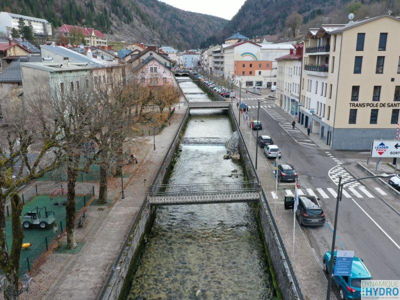 vue par drone de la rivière Bienne dans la commune de Morez (Jura)