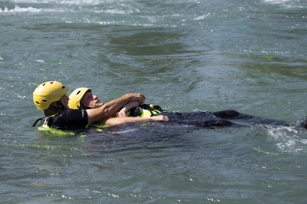 Charles MONNERET et Loïc GROSPRÊTRE. Technique de sauvetage en eaux vives