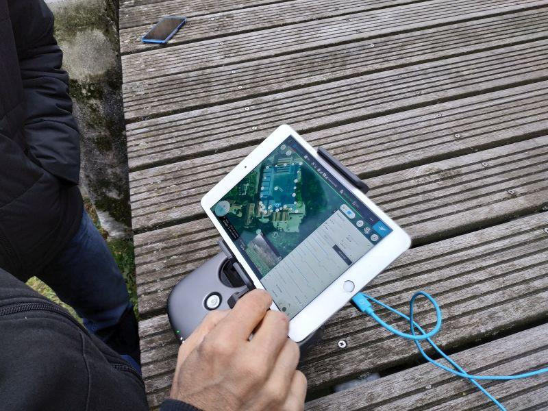 Formation photogrammétrie : vue d'une tablette de drone