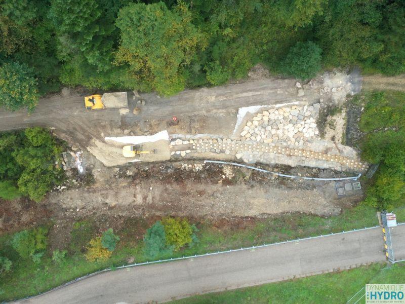 vue aérienne du chantier sur la rivière Vau